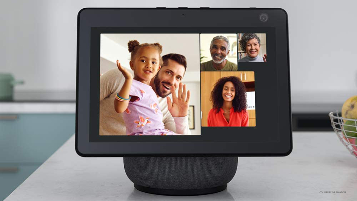 Camera Amazon Echo Show 10 vs. Facebook Portal